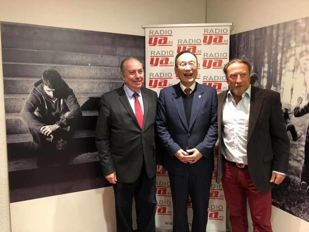 En la foto, José Luis Barceló, Editor-Director de El Mundo Financiero, José María Liu, Embajador de Taiwán, y Javier García Isac, Director de RadioYa.es