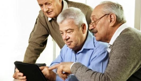 El estrés tecnológico es real en el 40% de los adultos mayores de 65 años