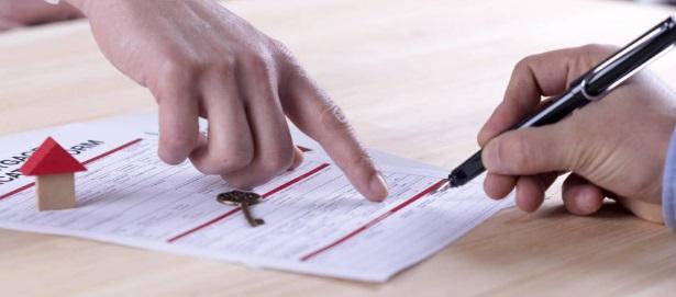 ¿Tengo que avisar al casero de que mi pareja vive conmigo? ¿Puedo usar la fianza como pago del último mes?