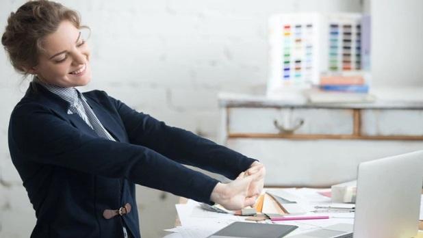 Cuatro consejos para mejorar la salud del trabajo en oficina y luchar contra el sedentarismo