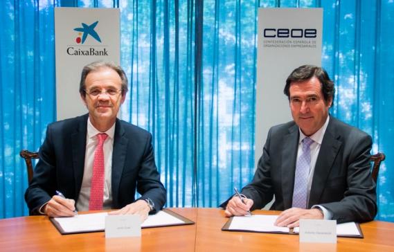 Presidente de CaixaBank, Jordi Gual, y presidente de la Confederación Española de Organizaciones Empresariales (CEOE), Antonio Garamendi.