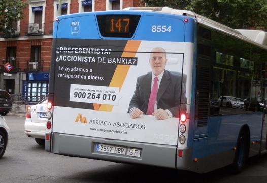 Campaña en autobuses municipales del despacho Arriaga & Asociados.