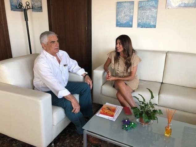 Nuria Rodríguez Cubero y Miguel Briones recibieron a Francisco Torres, impulsor del Servicio de Atención al Turista Extranjero
