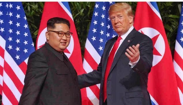 Kim y Trump se reúnen en Panmunjom en una cita histórica para reactivar el diálogo