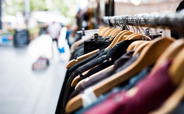 Los hogares españoles gastan de media 1.475€ al año en vestirse