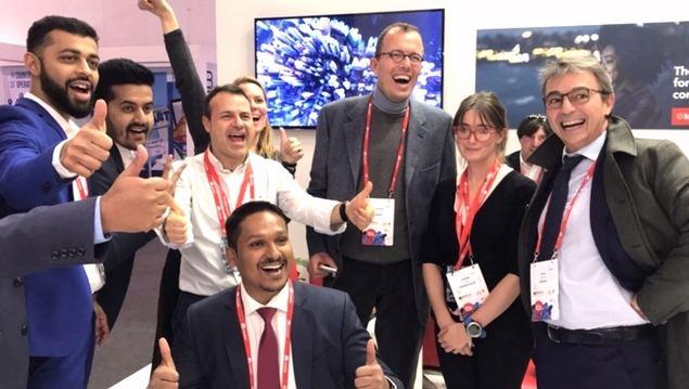 Darío Calorego, CEO de Kaleyra, el primero por la derecha, junto a su equipo, durante la celebración de la adquisición de Hook Mobile, con la que Kaleyra entró en el mercado de EE.UU.