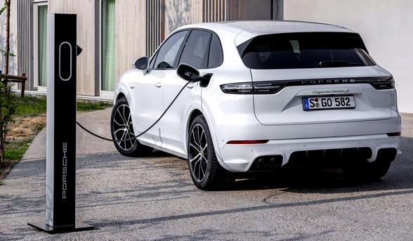 El Porsche Cayenne más potente es un híbrido enchufable con 550 CV con motor de gasolina y 136 CV del motor eléctrico
