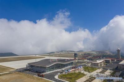 Inauguran en China uno de los aeropuertos más altos del mundo