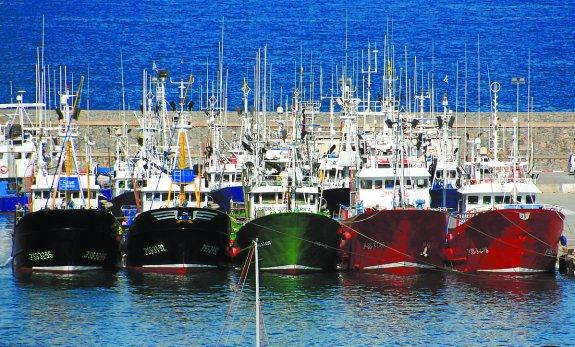 Más de la mitad de los pesqueros europeos tienen más potencia que la certificada