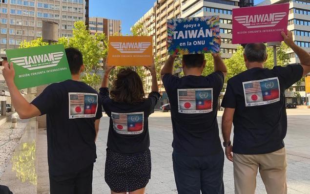 """Taiwán recupera con camisetas de """"Top Gun"""" la memoria cinematográfica de juventud y pide apoyo para su participación en la ONU"""