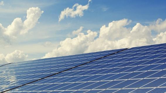 La energía solar crece en 2019 y las empresas actúan en consecuencia
