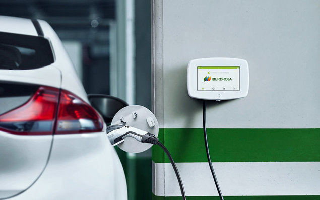 Iberdrola recargará los coches eléctricos de Mercedes-Benz en España