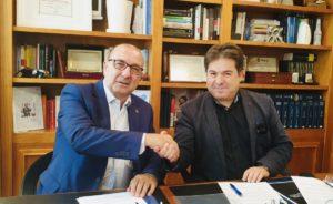 En la imagen, Jordi Paniello, presidente de IFRI, estrechando la mano de Luis Guirado Pueyo, presidente de APETI.