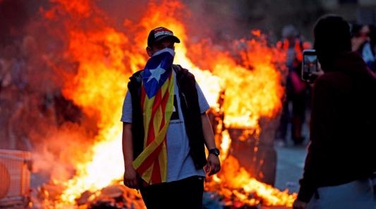 La bandera estelada se ha convertido en un sinónimo de violencia y destrucción.