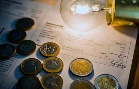 Cómo son las nuevas ofertas de las eléctricas y qué esconden