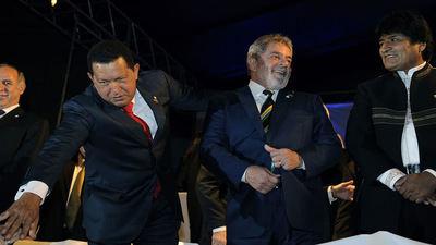 Evo Morales en sus tiempos de amistad con el dictador Hugo Chávez y el encausado presidente de Brasil, Lula da Silva.