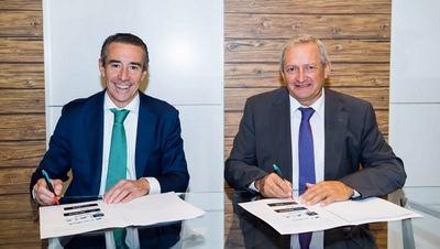 uan Antonio Alcaraz, director general de CaixaBank, y Ángel Villafranca, presidente de Cooperativas Agro-alimentarias de España.