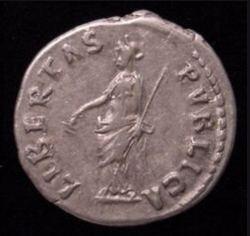 Reverso de un sersercio del emperador Gordiano en el que se aprecia la imagen alegórica de la Libertad.