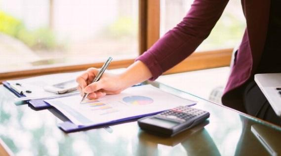 Los sectores de Comercial y ventas y Atención al cliente lideraron la creación de empleo en España