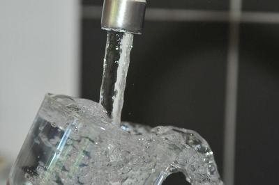 ¿Sabes qué es necesario para que fluya agua de tus grifos?