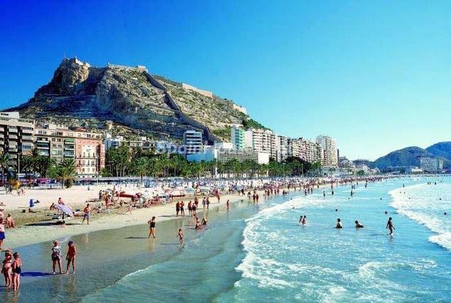 El turismo, uno de los pivotes del PIB de España, se verá muy afectado por la crisis del coronavirus, frenando el crecimiento.