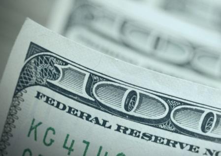 El dólar abre la semana relajado en respuesta a la acción coordinada de política global