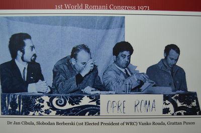 Fotografía de la mesa del congreso de Londres, en 1971.