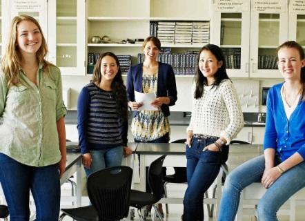 Edix lanza 25 becas para mujeres en carreras digitales