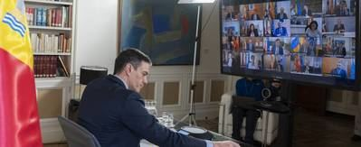El presidente del gobierno desde su 'puesto de mando' en el palacio de La Moncloa.