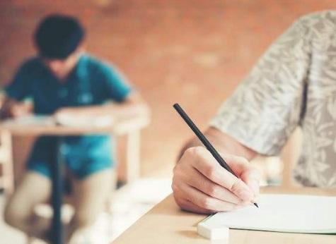 Acade considera discriminatorio la supresión de las becas de bachillerato a los alunnos de colegios privados