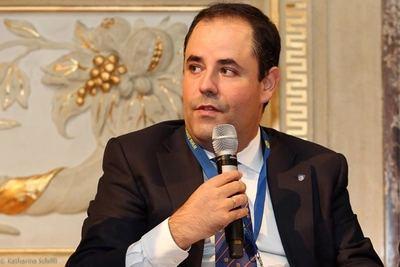 El profesor Carlos Uriarte en una alocución durante su participación como observador en las elecciones presidenciales del 9 de junio de 2019.
