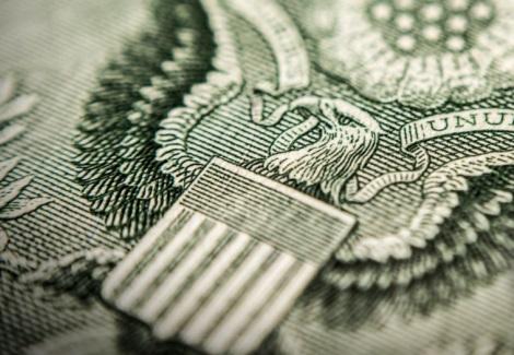 El billete verde sostiene el impulso a raíz de un tono renovado de riesgos adversos