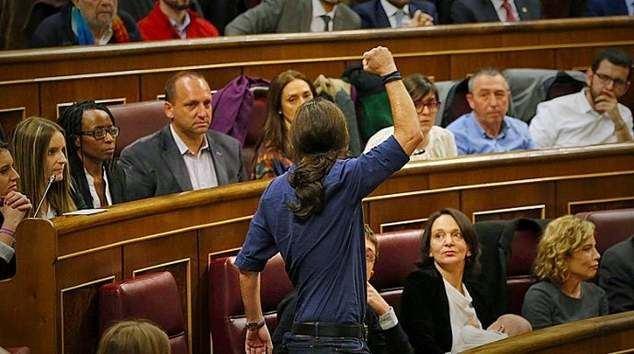 En el grupo parlamentario de Podemos se han levantado las alarmas por el creciente (y previsible) ego de Pablo Iglesias, que los ha condenado al caos en el Congreso.
