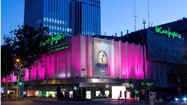 El Corte Inglés viste de rosa 21 de sus fachadas en apoyo al Día Mundial contra el Cáncer de Mama