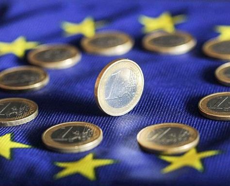 Un incremento de los confinamientos para contener la pandemia en Europa podría golpear notablemente a la moneda única