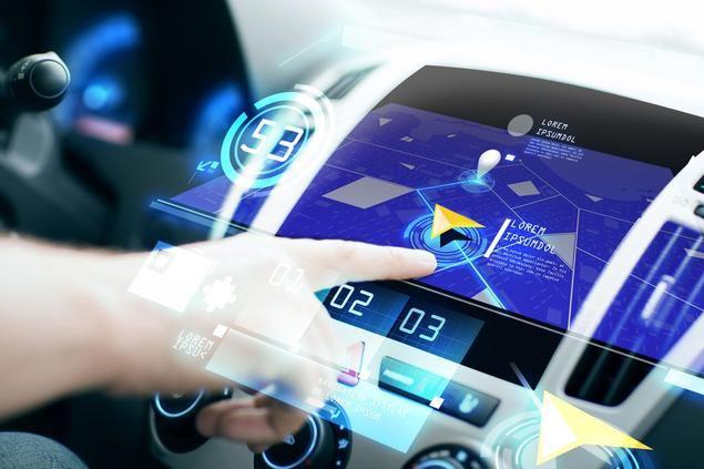 La última tendencia en vehículos: la información en pantalla grande en el salpicadero