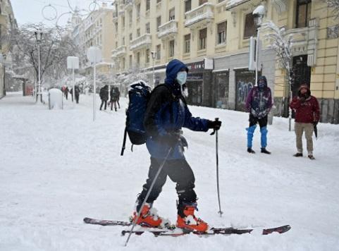 Filomena' desata la demanda de cadenas, raquetas y botas de nieve