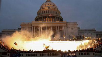 El caos en el Capitolio de EE.UU. - La segunda vuelta de Georgia le da a Joe Biden la mayoría en el Congreso