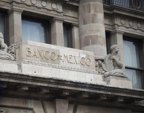 Banxico recorta los tipos en línea con el pronóstico de los expertos, pero el voto unánime de la Junta sorprende
