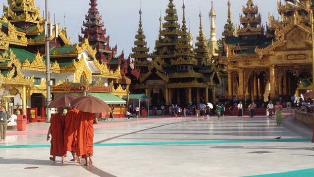 Birmania regresa a la senda militar