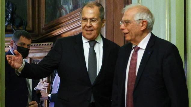 Rusia ha sido capaz de demostrar a la Unión Europea que es un actor decisivo en las relaciones globales. En la imagen, el ministro ruso de asuntos exteriores, Sergei Lavrov, recibiendo a Josep Borrell, alto representante de la Unión para Política Exterior y de Seguridad.