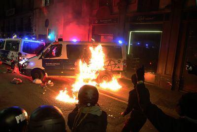 Policía muerto, Ana Colau y Grande-Marlaska