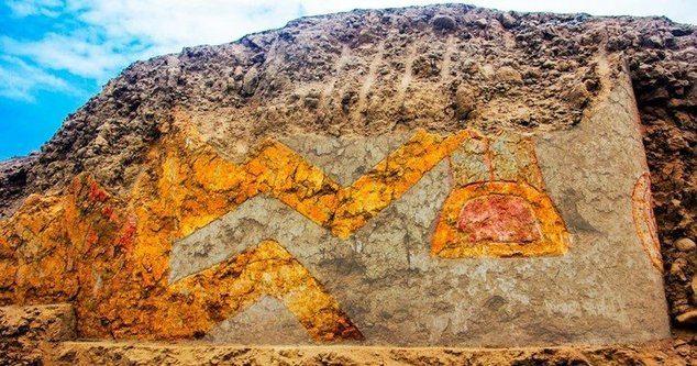 Descubren mural con más de 3.200 años de antigüedad en Perú