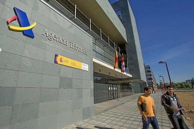Se dispara el gasto público en España, con cifras récord y cada vez más sueldos para funcionarios, asesores y empleados públicos