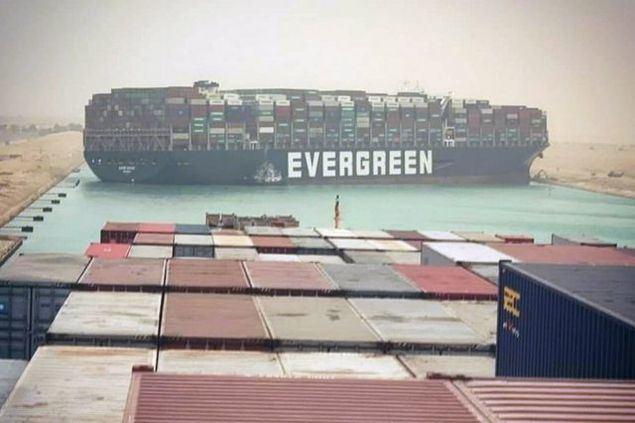 El Canal de Suez demandará una indemnización de más de 1.000 millones de dólares por pérdidas causadas por buque atascado