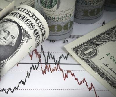 El dólar pierde terreno en otro día de relativa tranquilidad en los mercados
