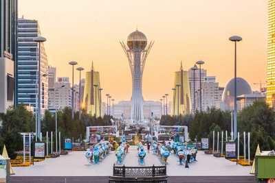 """El monumento """"Bayterek"""", símbolo de la Independencia de Kazajstán ubicado en el centro de su capital, Nur-Sultán."""