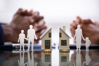 Divorcios con hijos en común: ¿Cómo se reparten los bienes inmuebles en caso de tener menores a cargo?