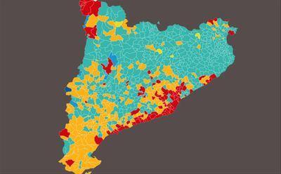 En el mapa, en rojo los resultados obtenidos por el PSC, que muestran mayor intensidad en zonas muy urbanas y periurbanas. En color siena, los resultados obtenidos por ERC, y en verde azulado los obtenidos por JxCat.