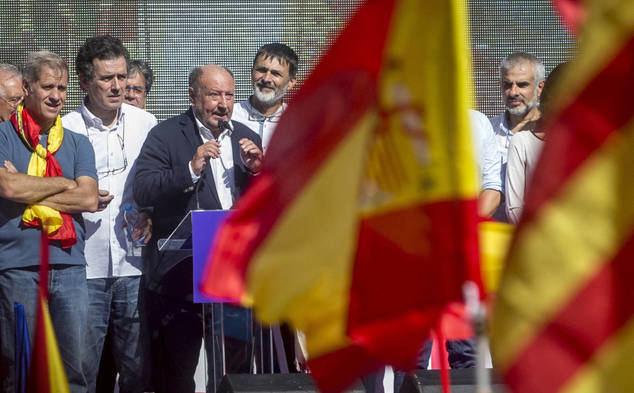 Mariano Goma, presidente de la plataforma España Cívica, dirigiéndose a los asistentes a un acto público.